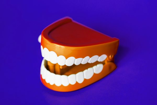 Preventing gum diseases and gingivitis